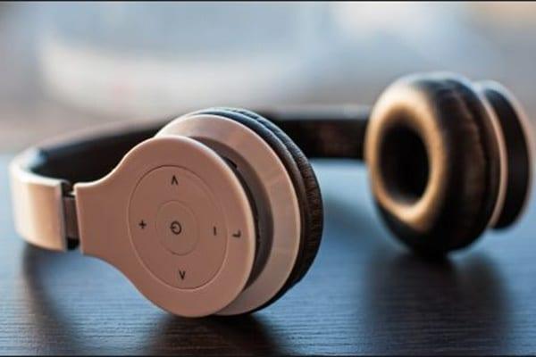 Trải nghiệm âm thanh sống động trên máy tính hoặc laptop với tai nghe Bluetooth