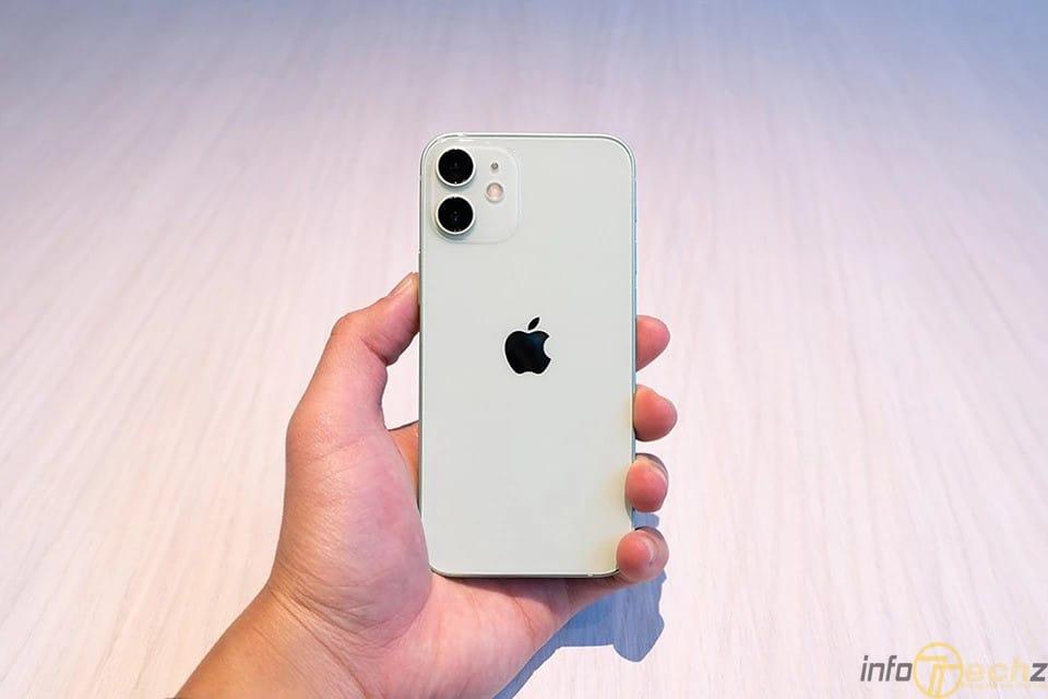 co-nen-mua-iphone-12-mini